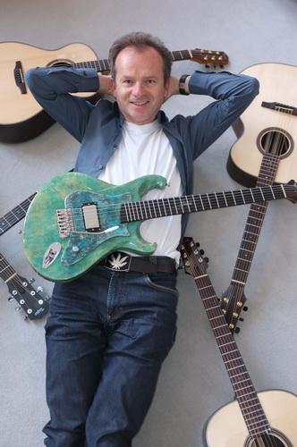 Bitte Reinsteigern! Gitarren-Versteigerung zugunsten des SZ-Adventskalenders